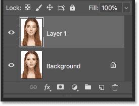 پنل لایه ها در فتوشاپ اولین کپی از تصویر بالای تصویر اصلی را نشان می دهد