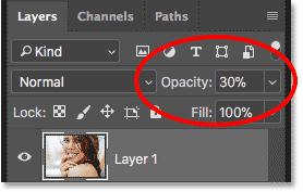 کاهش میزان Opacity لایه بالایی به 30 درصد