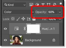 کاهش Opacity لایه تنظیم گر Hue / Saturation